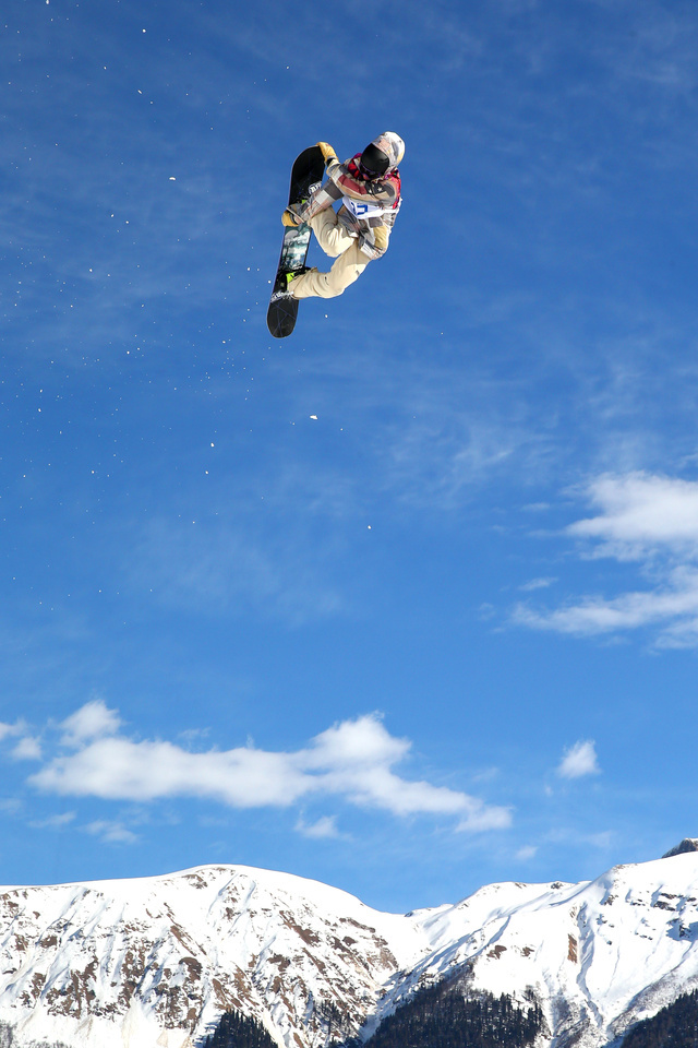 The pictures of Sage Kotsenburg mid flight are awesome - he's got style for days! http://deadspin.com/team-u-s-a-has-its-first-gold-medal-and-the-pictures-a-1518859464 …