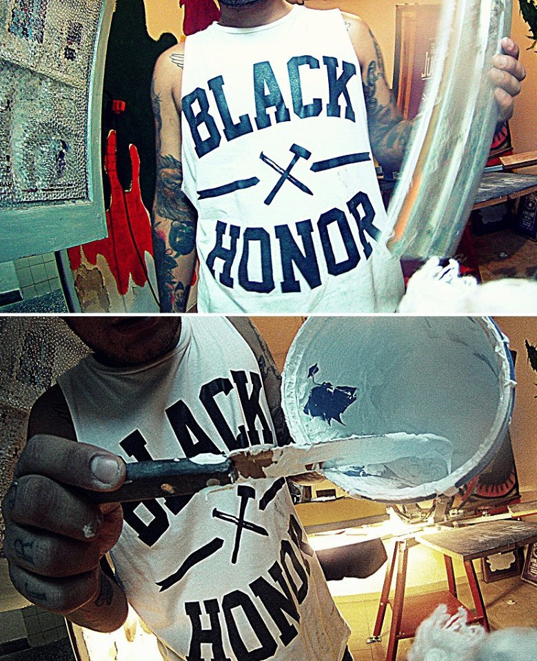 Jugando con pinturas. Black Honor Work Shop.