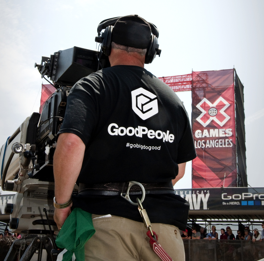 Todo el Staff de X Games Los Angeles con la remera GoodPeople!