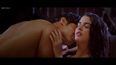 Tanuj Virwani and Izabelle Leite Hot Kissing Scene – Purani Jeans
