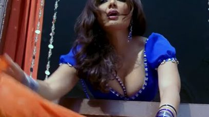 Deepshikha Nagpal Hot Cleavage Scene – Dhoom Dadakka