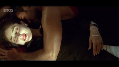 Kareena Kapoor Sleeps With Ajay Devgan – Omkara