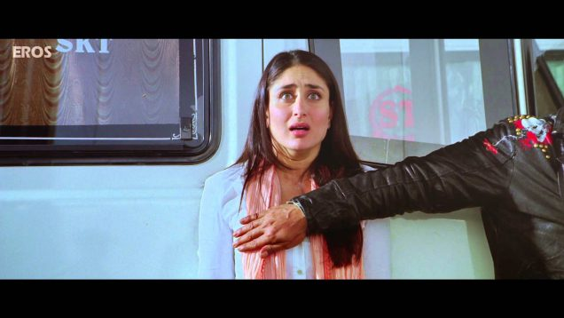 Shah Rukh Khan Place His Hand on Kareena Kapoor Boobs – Ra.One