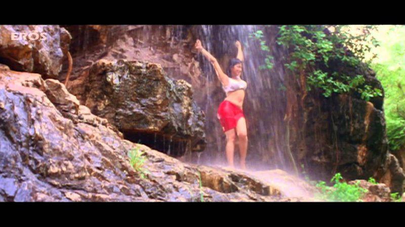 Urmila Matondkar is Taking Bath Outside – Daud