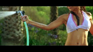 Amrita Arora Bikini Scene – Kambakkht Ishq