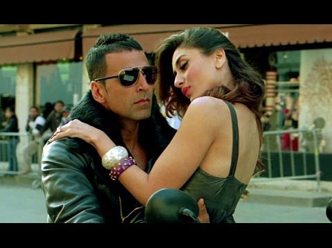 Kareena Kapoor and Akshay Kumar Hot Bike Stunt – Kambakkht Ishq