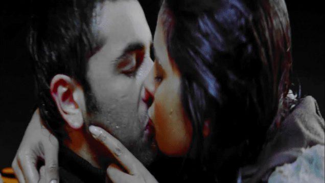 Priyanka Chopra and Ranbir Kapoor Hot Lip Lock – Anjaana Anjaani
