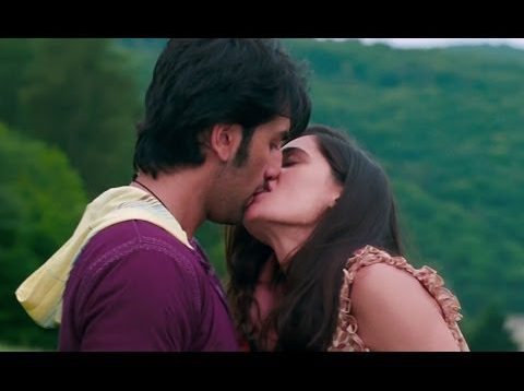 Nargis Fakhri and Ranbir Kapoor Hot Smooch Scene – Rockstar