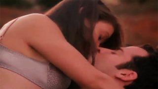 52-Alyssa-Milano-and-Justin-Theroux-Hot-Scene-Below-Utopia-1997