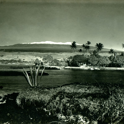 Mauna Kea, 13,823 ft (on right), Mauna Loa, 13,675 ft (on left).