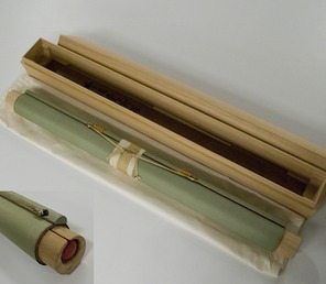 This scroll is supported by a wood insert or futomaki