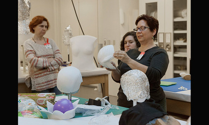Shelly Uhlir demonstrating forming heads and hat mounts during the NATCC Fosshape Workshop