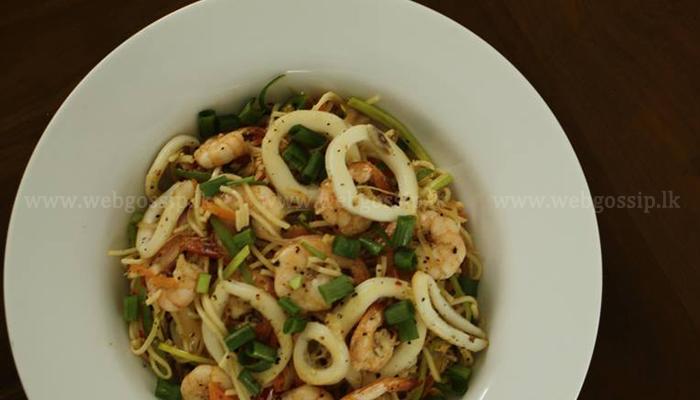 Seafood Noodles එකක් අපේ රසට හරියන්න, ලේසියෙන්ම හදාගන්න!