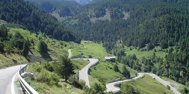 Pirenelerin büklüm büklüm yolları