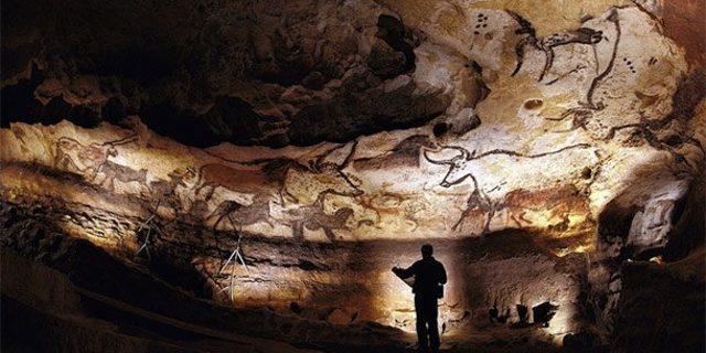 Mağarada 600'den fazla duvar ve tavan resmi bulunuyor