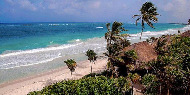 Masmavi denizin yakınlarında Maya tapınakları bulunuyor