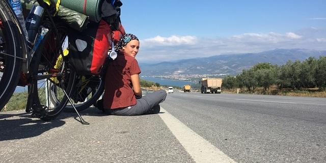 """Melike, İstanbul'dan Ankara'ya giderken """"Bu hep böyle mi olacak"""" dediği yokuş."""