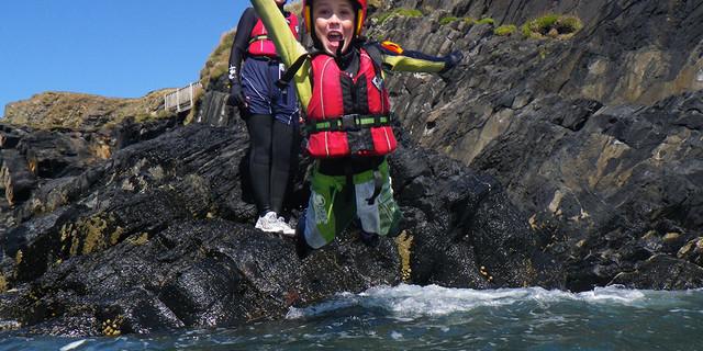 Coasteering'i çocuklar da rahatlıkla yapabilir