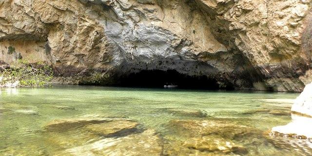 Altınbeşik Mağarası'nın girişi