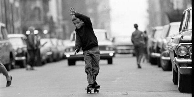 New York'ta kaykay yapan bir çocuk!