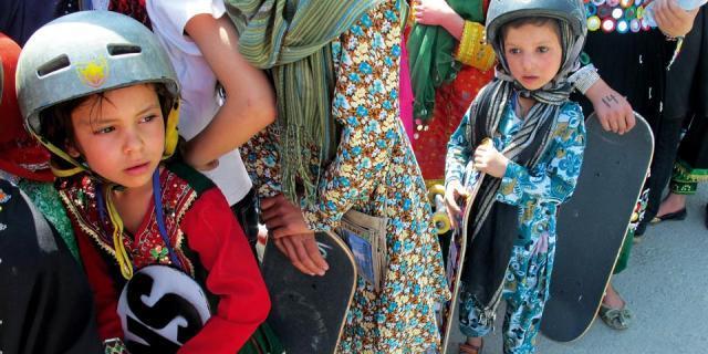 Neyse ki kaykay Afganistan'daki kızlara yasak değil