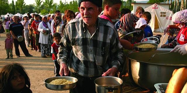 Aşevleri yılın 365 günü hizmet veriyor. 5 kişilik bir ailenin günlük yemek ihtiyacının karşılanması için 25 liraya gerek duyuluyor.