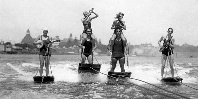 Bilinen ilk aquaplane 1900'lü yıllarda becerikli Kaptan J.L. Leroy sayesinde ortaya çıktı.