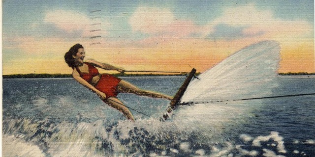 Kaptan Leroy tüm yaratıcılığını konuşturarak, teknesindeki malzemelerle yapabileceğinin en iyisini yaptı. Teknede bulduğu tahta bir kapağı halatlarla gemiye bağladı ve gence burada seyahat edebileceğini söyledi.
