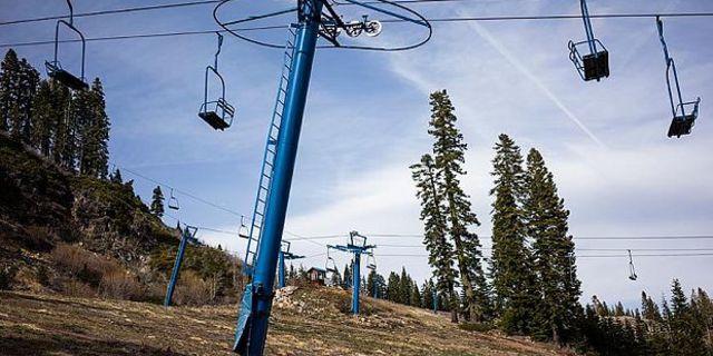 Tahoe Gölü çevresindeki bu kayak alanı şiddetli kar kuraklığı ile mücadele ediyor…