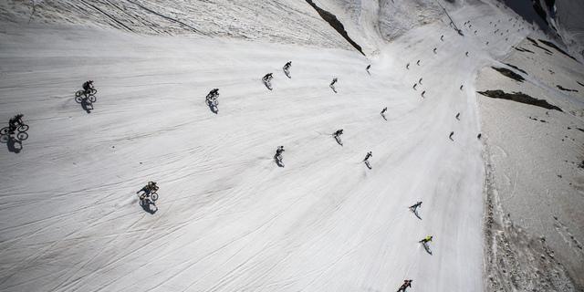 Buzulda yapılan tek bisiklet yarışı
