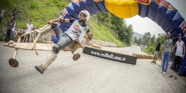 Red Bull 2011'den beri sponsor