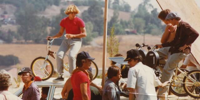 Bob Haro ve havalı saçları E.T. setinde