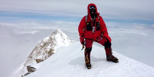 Dünyanın en yüksek 3'üncü dağının zirvesi