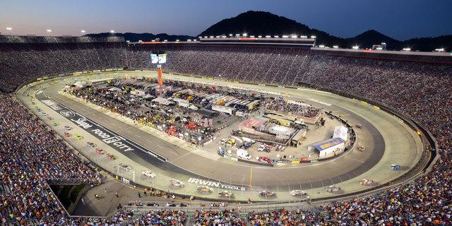 Bu da modern bir NASCAR pisti…