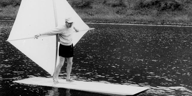 Bilinen ilk rüzgar sörfünü Newman Darby yaptı
