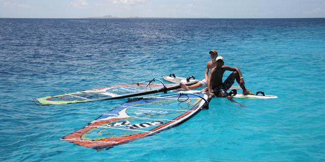 """""""Bu rüzgar sörfü de çok zor işmiş canım"""" diyenler yelkenleri suya indirmiş"""