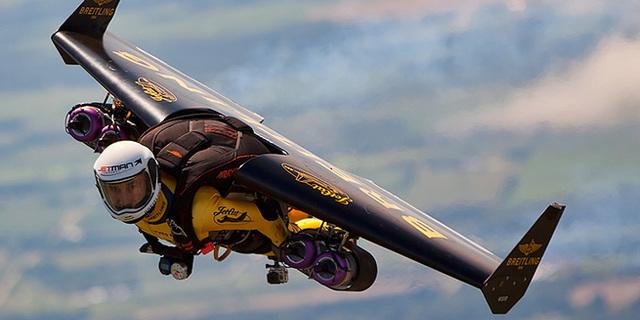 Jetman İsviçre Alpleri'nin Üzerinde