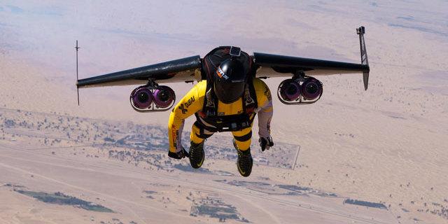 Yves Rossy'nin Dubai uçuşu