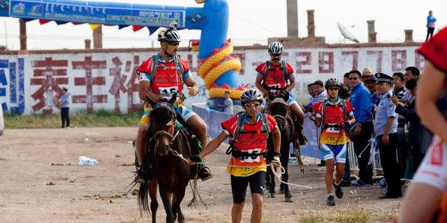 Macera yarışlarında birden fazla spor dalını kullanmak zorundasınız (Moğolistan )
