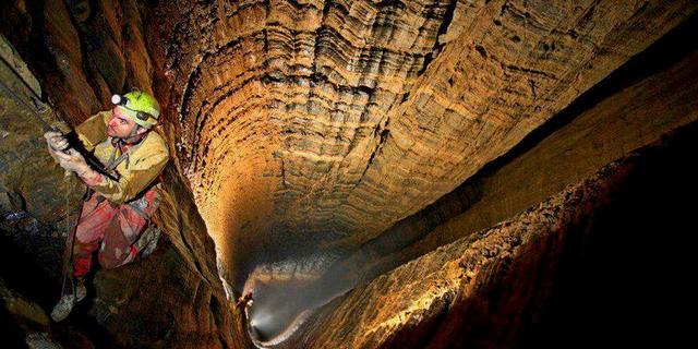 Krubera bilinen en derin mağara