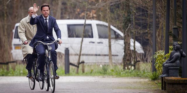 """""""Yol + Yemek + Bisiklet.  Gel başbakan olarak başla yarın."""""""