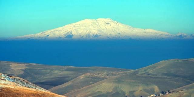 Heybetli görüntüsüyle karşınızda Süphan Dağı