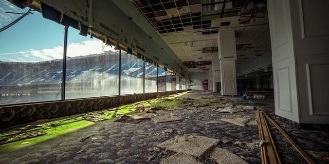 Silverdome artık savaş alanından farksız