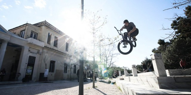 Atina sokaklarında atmosfer sürüşe uygun