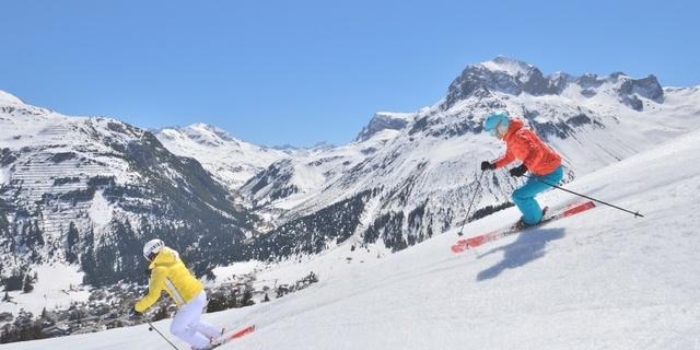 Önünüzdeki kayakçı doğru bir şekilde geçin