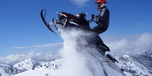 Karlı dağlarda en büyük dostunuz: Snowmobile