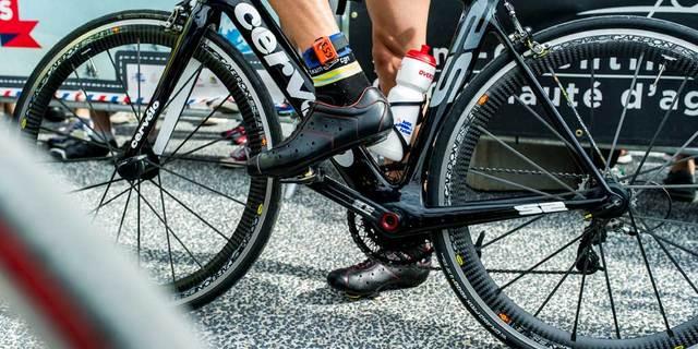 Kilitli pedal ve ayakkabılar yol bisikleti için ideal