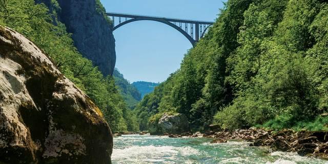 Durmitor'da 82 kilometre boyunca rafting yapabilirsiniz