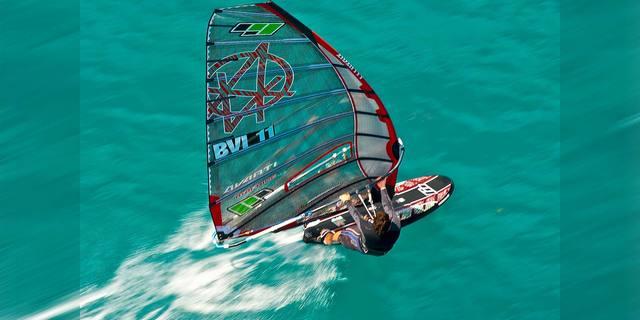 Windsurf'te zamana karşı yarışma sanatı: Slalom