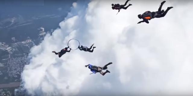 Kolombiyalı girişimci skydiver'lar …